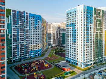Вид на готовые корпуса жилого комплекса Эталон-Сити